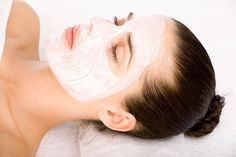 DIY Beauty Trick: The Aspirin Mask Can an aspirin mask take away redness and soothe your skin? Our natural beauty expert weighs in Baking Soda Mask, Baking Soda For Acne, Baking Soda Shampoo, Pimples Remedies, Skin Care Remedies, Homemade Moisturizer, Homemade Facials, Acne Skin, Acne Scars
