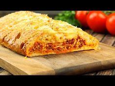 Iets tussen een heerlijk bord pasta en een calzone in — wat je het ook noemt, je zult niet in staat zijn dit machtige troostvoedsel te weerstaan.