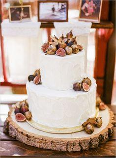 fig wedding cake | photo: www.leilabrewsterphotography.com