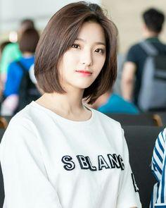 My Girl, Cool Girl, Female Character Inspiration, Medium Hair Cuts, Beautiful Asian Women, Korean Girl Groups, Kpop Girls, Hair Inspo, Short Hair Styles