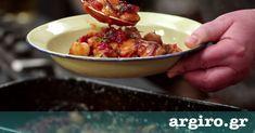 Γίγαντες στο φούρνο από την Αργυρώ Μπαρμπαρίγου   Κλασική και αγαπημένη συνταγή οι γίγαντες στο φούρνο. Μελωμένοι με υπέροχη γεμάτη γεύση!