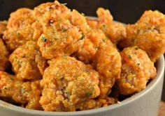 The Best Bang Bang Chicken Recipe (Sweet and Spicy!)- After the delicious Bang Bang! Shrimp, here is a Bang Bang chicken recipe that is spicy, a little sweet, crispy and super easy to make … Fried Chicken Recipes, Meat Recipes, Healthy Dinner Recipes, Cooking Recipes, Cajun Recipes, Strawberry Acai, Bang Bang Chicken, Easy Smoothie Recipes, Sweet And Spicy
