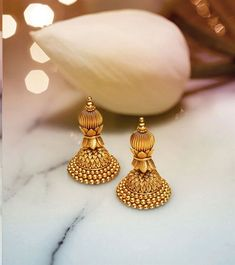 JKJ is top 10 trusted Jewellers in Jaipur and India and has a top royal gold jewellery store that offers designer diamond and bridal polka jewellery and many other jewellery types Gold Jhumka Earrings, Indian Jewelry Earrings, Fancy Earrings, Jewelry Design Earrings, Gold Earrings Designs, Gold Jewellery Design, Gold Jewelry, Beaded Jewelry, Temple Jewellery