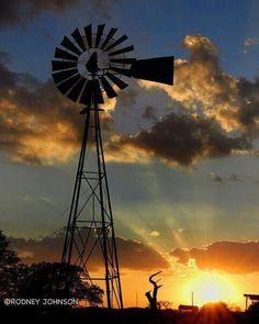 Texas Sunset and a Windmill Farm Windmill, Windmill Art, Beautiful Sunset, Beautiful World, The Animals, Texas Sunset, Old Windmills, Water Tower, Old Barns