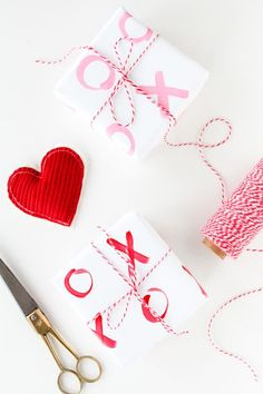 50 Romantic DIY Valentine's Day Gift Wrapping Ideas - Page 23 of 150 - CoCohots Valentines Day Party, Valentine Day Crafts, Be My Valentine, Valentine Desserts, Valentine Cookies, Valentine Decorations, Diy Gifts Valentine's Day, Valentine's Day Diy, Easy Gifts