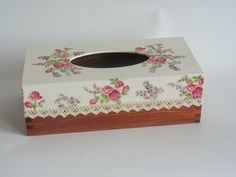 703 chustecznik Tissue Box Covers, Tissue Boxes, Crafts To Make, Arts And Crafts, Diy Crafts, Flow Painting, Kleenex Box, Decoupage Box, Vintage Embroidery