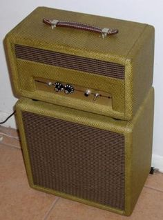 The Retro V Guitar Tube Amp
