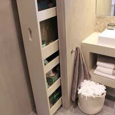 Marcenaria esperta! Cada cantinho pode e deve ser aproveitado. Olha esse armário no banheiro 🙀🙀🙀, tudo Aqui foi muito bem pensado para armazenar e organizar. Quem também gostou? #Dicademarcenaria #marcenariaesperta #moveismultifuncionais #marcenariafuncional #designerdeinteriores #deco #design #decorar #decoração #decoracao #dicadadesigner #dicadadecoradora #designdeinteriores #interiordesign #blogchegadebagunca #chegadebagunca #cdb #dica #dicadodia #inspiracaododia