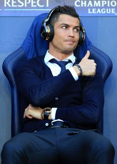 Ronaldo is notorious for his sexy styles that are always interesting and unique. Cristano Ronaldo, Ronaldo Football, Cristiano Ronaldo Juventus, Cr7 Jr, Cr7 Messi, Cr7 Junior, Cool Hairstyles For Men, Men's Hairstyles, Men's Haircuts