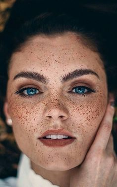 Eye Photography Close Up Freckles Ideas Beautiful Freckles, Beautiful Redhead, Beautiful Eyes, Freckles Makeup, Freckles Girl, Redhead With Freckles, Cute Freckles, Brown Haired Girl, Girl Face