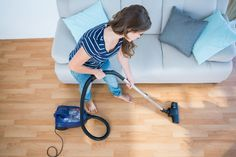 If your vacuum cleaner isn't removing pet hair from your carpet, you might want to purchase a pet vacuum. Read on to discover the best choices for pet vacuums to keep your floors free of pet hair and dander. Best Pet Vacuum, Aide Ménagère, Apartment Cleaning, Apartment Living, Cost Of Carpet, Konmari, Best Apps, Spring Cleaning, Renting A House