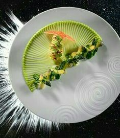 langoustine et lègumes verts de Inconnu chef ^_ ^ Food Design, Food Plating Techniques, Chefs, Gourmet Recipes, Cooking Recipes, Michelin Star Food, Food Decoration, Culinary Arts, Creative Food