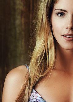 Emily Bett Rickards Felicity Smoak: Best character on Arrow Felicity Smoke, Arrow Felicity, Oliver And Felicity, Emily Bett Rickards, Canadian Actresses, Actors & Actresses, Pretty People, Beautiful People, Blond