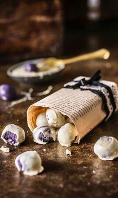 Mustikka-valkosuklaatryffelit | Maku Christmas Sweets, Christmas Candy, Christmas Baking, Sweet Little Things, Home Bakery, Just Eat It, Homemade Candies, Sweet And Salty, Sweet Desserts