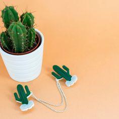 Junto con la camisa denim perfecto, estos sujetadores de collar de cactus traen un poco de estilo centro-oeste en su día a día.  Dos laser corte