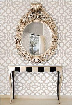 A primeira impressão é a que fica, o Hall de Entrada é um importante lugar na hora de planejar a decoração, podendo inclusive adicionar valor e sofisticação ao imóvel. Combinação clássica da maiori...