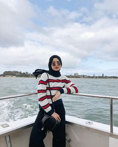 Seafood party on the cruise ⛴⚓️🦐🦑🦀 Had a chance to catch a lobster by myself! (Go and watch my story! Modern Hijab Fashion, Street Hijab Fashion, Hijab Fashion Inspiration, Muslim Fashion, Aesthetic Fashion, Look Fashion, Fashion Outfits, Casual Hijab Outfit, Cute Casual Outfits