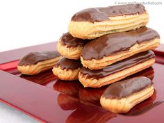 Chocolate Éclairs - Our recipe with photos - Meilleur du Chef Sweet Desserts, Sweet Recipes, Cake Recipes, Choux Pastry, Pastry Cake, Chocolates Gourmet, Eclair Recipe, Cooking Pumpkin, Love Eat