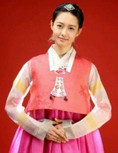 Go Ara in Hanbok