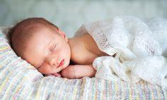 Alles wissen über die ersten Wochen mit Baby | Mit dem Baby zu Hause - und jetzt ist alles ganz neu und unglaublich aufwühlend. Mit unserem Wochenbett-Glossar begleiten wir Sie durch diese Zeit. Und beantworten Ihnen alle Fragen, die Sie jetzt haben.