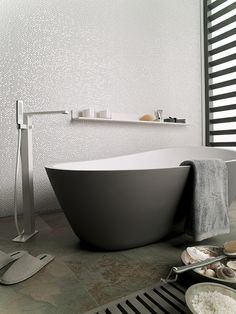 Love the tones in this bathroom... #porcelanosa tiles