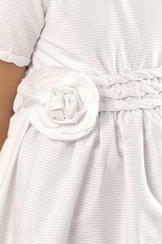 Detalle de flor en la cintura...