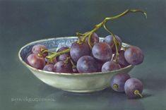Stilleven met blauwe druiven en schaaltje, 10 x 15 cm, olieverf op paneel. Verkocht