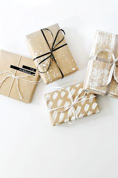 Easy and fun DIY minimalistic gift wrapping ideas. Christmas gift wrapping ideas. DIY gift wrapping on a budget.