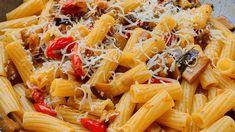 Mettere il trito di cipolla e aglio in un tegame con il vino rosso. Cuocere a fuoco basso per circa 6 minuti. Aggiungere la passata di pomodoro, il pepe, il sale, il dado e, dopo pochi minuti, le melanzane tagliate a cubetti. Cuocere a tegame coperto per circa 10 minuti e terminare la cottura con un trito di basilico e di rosmarino.... Aglio, Pasta Salad, Ethnic Recipes, Gastronomia, Crab Pasta Salad