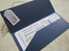 Foto 2 de 18 Otra ingeniosa idea es imitar boletos de avión de primera clase. Invitaciones de boda. Imagen: Etsy | HISPABODAS