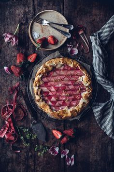 Gluten-free Rhubarb Galette - Our Food Stories Rhubarb Galette, Rhubarb Cake, Lunch Recipes, Sweet Recipes, Cooking Recipes, Gluten Free Rhubarb Recipes, Gluten Free Pastry, Photo Food, Gateaux Cake