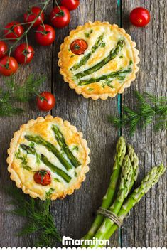 On adore cette recette facile de tartelettes aux asperges et aux tomates cerises… We love this easy recipe of tartlets with asparagus and cherry tomatoes found on Marmiton Healthy Breakfast Recipes, Healthy Cooking, Cooking Recipes, Cena Formal, Quiches, Asparagus Recipe, Greens Recipe, Appetisers, Lidl