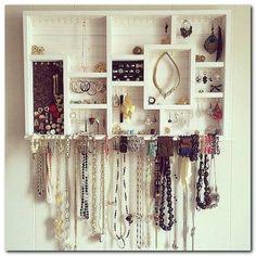 Small Bedroom Organization (8)