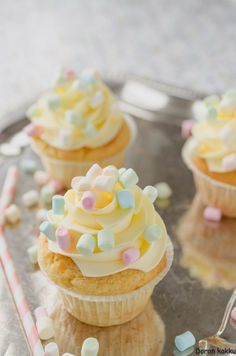 Mini Cupcakes, Birthday Parties, Food And Drink, Baking, Party, Desserts, Drinks, Kitchen, Anniversary Parties