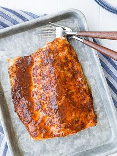 This easy 5 ingredient baked salmon is going to be your weeknight go-to salmon recipe. The glaze is the perfect balance of spicy and sweet. Try it tonight! Best Grilled Salmon Recipe, Seared Salmon Recipes, Fish Recipes, Seafood Recipes, Baking Recipes, Dinner Recipes, Oven Baked Salmon, Glazed Salmon