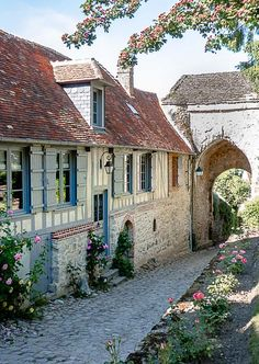 Week End France, Castles To Visit, Ville France, Beaux Villages, Oise, Travel List, Wonderful Places, The Good Place, Places To Visit