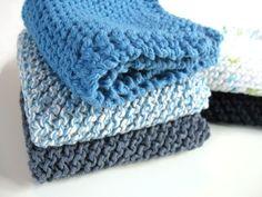 Easy knitting stitch: the waffle stitch knitting pattern Dishcloth Knitting Patterns, Crochet Dishcloths, Knit Patterns, Free Knitting, Easy Knitting Projects, Knitting For Beginners, Herringbone Stitch Knitting, Knitted Headband Free Pattern, Knitted Washcloths