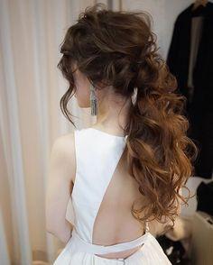 ポニーテール☺️✨ アムサーラのドレスにオスカーのイヤリング