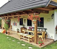 S liškami ve znaku Pergola Designs, Patio Design, Exterior Design, Village House Design, Village Houses, Cottage Homes, House In The Woods, Traditional House, My Dream Home