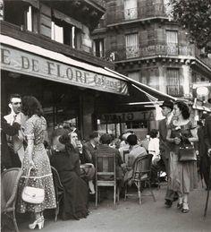 Le Café de Flore 1940s, dans le quartier latin. Lancé par le poète Guillaume Apollinaire, suivi de Breton, Aragon, Queneau, Desnos, Sartre et Simone de Beauvoir, etc etc.