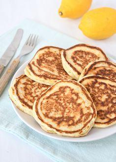 Lekkere frisse citroen-maanzaad pancakes voor bij het ontbijt of als lunch. Ik geef je het recept om deze pancakes zelf te maken.