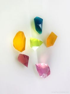 DIY Glycerine Soap Gem Stones - Don't know what I'd use these for, but LOVE the look.  Variety of ways to do it, too -- great for different ages.