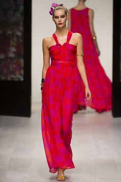 ISSA SS13 www.girlmeetsdres... Repin your favourite #LFW dresses to get them from the catwalk to #girlmeetsdress