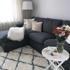 Bu Ev Aheste Yaşamdan, Mutluluk Veren Anlardan Yana - Home Decoor Master Diy Casa, Home Design, Salon Design, Bedroom Carpet, Carpet Design, Minimalist Living, Corner Sofa, Diy Room Decor, Home Decor