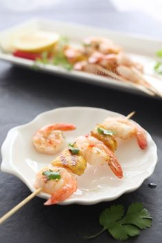It's not Christmas down under without prawns (shrimp) Grilled Prawns, Prawn Shrimp, Kebabs, Skewers, Prawn Dishes, Aussie Christmas, Restaurant Service, Shellfish Recipes, Christmas Cooking
