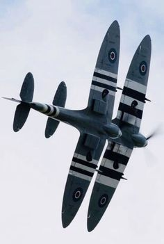 Beautiful Warbirds — The Flying Fortress with a Ww2 Aircraft, Fighter Aircraft, Aircraft Carrier, Military Jets, Military Aircraft, Fighter Pilot, Fighter Jets, Spitfire Supermarine, Reactor