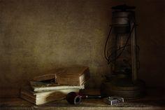 Натюрморт, фото Натюрморт с трубкой и старой лампой