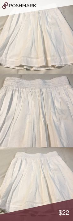 "BANANA REPUBLIC SKIRT Gorgeous skirt in excellent condition, made of 100% cotton, double lined , elastic waist , length 20"" Banana Republic Skirts Midi"