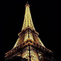 by @suzy_hyuna_luv #EiffelTower #France #에펠탑 밤에 옴.. 아쉬운 여행의 마지막 밤' ' ' ' #프랑스 #파리여행 #파리여행중 #부부 #부부스타그램 #결혼2년차 #유럽여행 #paris #parisienne #파리지앵 #럽스타그램 #파리 #샤모니 #리옹 #chamonix #lyon #프랑스강혜 #2016france #france #フランス #フランス旅行