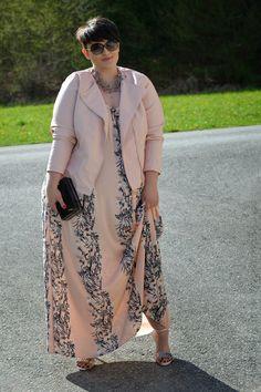 Plus Size Fashion - Curvy Claudia: Blush